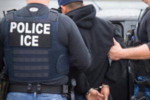 Activistas alertan que ICE está lista para perseguir y detener a 'soñadores'